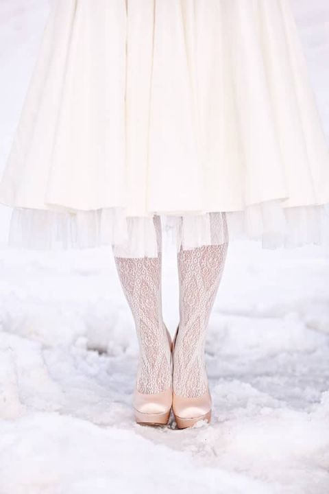 Winter Bride with Cable Knit Tights to Keep Cozy! | Camilla Binks Photography - https://heyweddinglady.com/cuddle-me-in-cable-knit-cozy-winter-wedding-inspiration-in-white-and-blue/