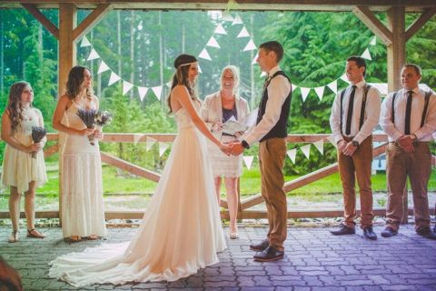 Gorgeous rustic bohemian wedding in vancouver hey wedding lady ceremony under a covered porch from the rain love out loud studios gorgeous rustic junglespirit Gallery