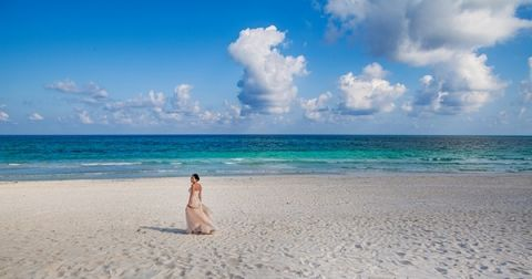 An exquisite bride on a tropical beach | Whyman Photography