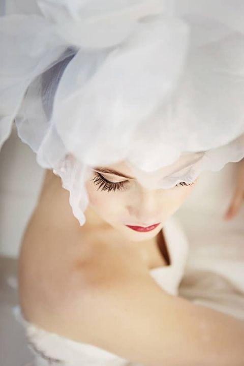 Dramatic Glamorous Bridal Makeup | Maru Photography | https://heyweddinglady.com/glamorous-red-white-blush-wedding-inspiration-time-valentines-day/
