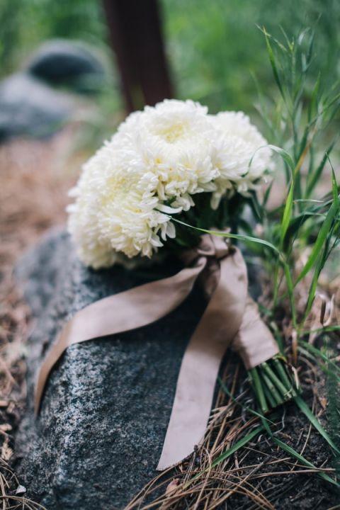 Simple White Chrysanthemum Bridal Bouquet   Lisa Mallory Photography
