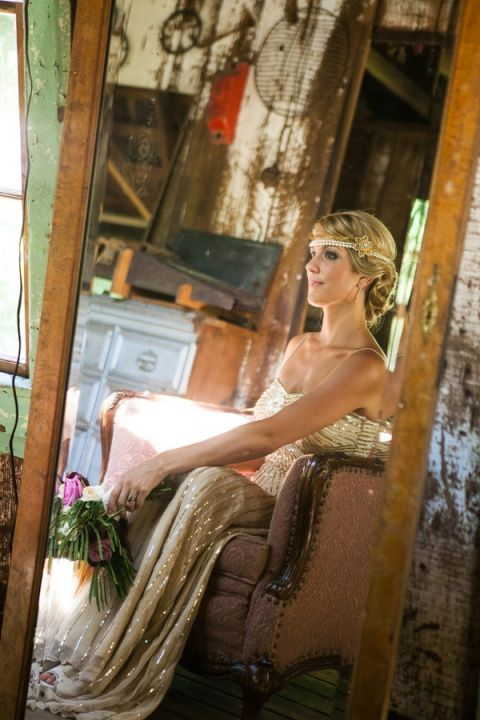 Vintage Art Deco Wedding Shoot at The Inn at Park Winters | Allyson Wiley - See the whole wedding: https://heyweddinglady.com/vintage-hollywood-glam-in-wine-country-from-allyson-wiley/