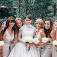Bride in a retro lace wedding dress | Lisa Mallory Photography