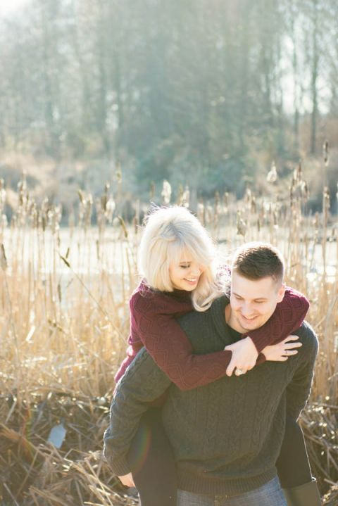 Golden light for an enchanting engagement session in the winter woods | L Estelle Photography | See more! https://heyweddinglady.com/enchanted-winter-woods-engagement-from-lestelle-photography/