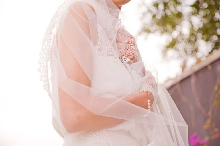 Floral #Lace Edged #Veil | Rosapaola Lucibelli Photography | See More! http://heyweddinglady.com/italian-chic-spring-styled-wedding-from-rosapaola-lucibelli/