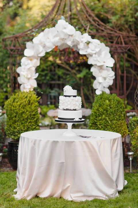 Wedding Cake Table Decorations Flowers : Love in bloom gorgeous paper flower ideas for your