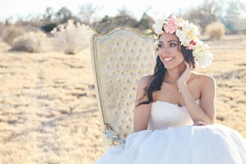 http://heyweddinglady.com/whimsical-desert-wedding-inspiration-with-sweets-and-pastels/