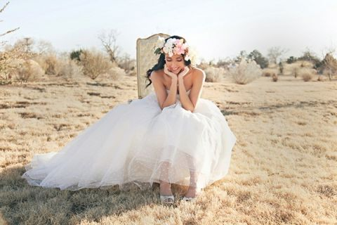 Whimsical and Romantic Bridal Style in the Sun Kissed Desert | Studio Amy Luna | See More! http://heyweddinglady.com/whimsical-desert-wedding-inspiration-with-sweets-and-pastels/