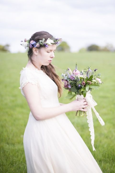 Spring Meadow Wildflowers for a Romantic English Bohemian Bridal Shoot | Plenty to Declare Photography | See More! https://heyweddinglady.com/romantic-english-bohemian-bridal-shoot-from-plenty-to-declare-photography/