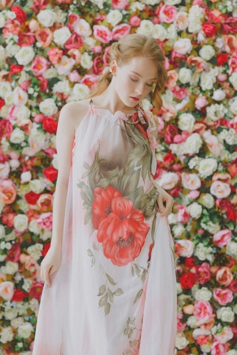 Boho Inspired Floral Print Background | Warmphoto | See More! http://heyweddinglady.com/flowers-and-feathers-boho-coral-charm-bridal-inspiration-from-warmphoto/