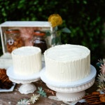 Simple but elegant white wedding cakes | Tikko Weddings | See More! https://heyweddinglady.com/elegant-and-colorful-wine-country-wedding/