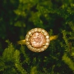 Vintage Inspired Morganite and Yellow Gold Engagement Ring | Creatrix Photography | See More! https://heyweddinglady.com/adventurous-hawaiian-engagement-portraits-from-creatrix-photography/
