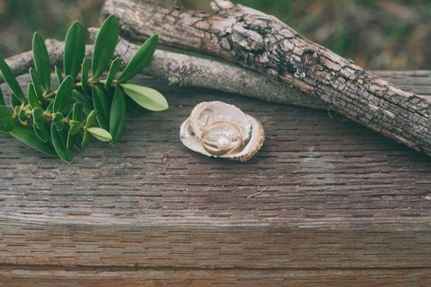 Driftwood, Shells, and Pearls for a Chic Nautical Beach Wedding Shoot | Alexandra Wallace Photography | See More! http://heyweddinglady.com/casual-chic-nautical-beach-styled-shoot-from-alexandra-wallace-photography/