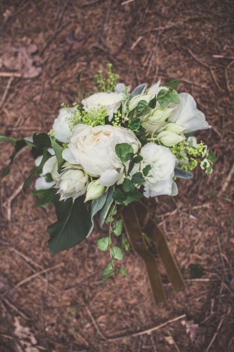 White and Green Rustic Bouquet for a Bohemian Woodland Wedding | Bonnallie Brodeur Photography | See More! https://heyweddinglady.com/handmade-bohemian-woodland-wedding-from-bonnallie-brodeur-photography/