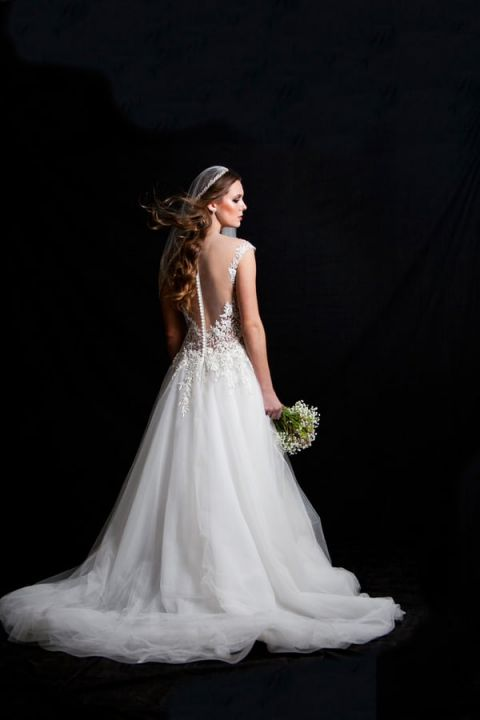 The Couture Bride Dramatic Wedding Day Style From Robin