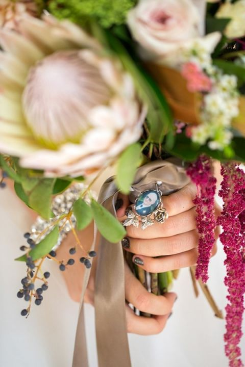 A Custom Bouquet Charm to Honor a Lost Loved One | Maru Photography | https://heyweddinglady.com/memory-honoring-lost-loved-one-wedding-day/