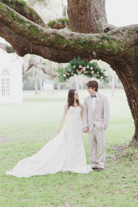 An Elegant Southern Styled Wedding Shoot | Alyssa Morgan Photography | See More! http://heyweddinglady.com/classically-elegant-southern-spring-wedding-shoot-from-alyssa-morgan-photography/