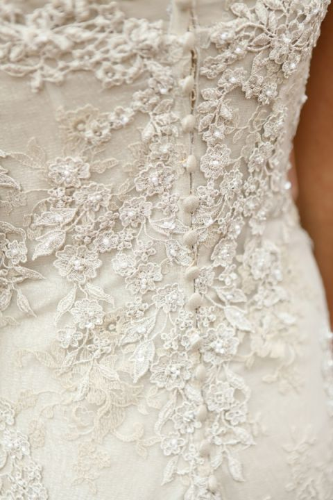 Ivory Lace Wedding Dress | Pepper Nix Photography | See More! https://heyweddinglady.com/classic-vintage-blush-and-ivory-wedding-from-pepper-nix-photography/
