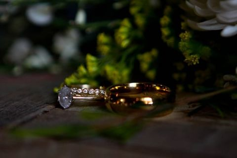 Vintage Engagement and Wedding Rings | Captured By Colson Photography | See More! https://heyweddinglady.com/handmade-southern-wedding-at-the-peach-barn-by-captured-by-colson-photography/