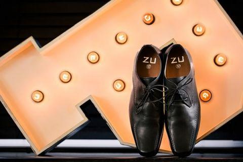 Modern Metallic Grooms Shoes | Hilary Cam Photography | See More! http://heyweddinglady.com/midsummer-nights-dream-wedding-in-a-secret-garden/