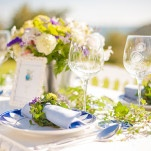 Green and White Table with Blue Details and Ivy Garlands | Plenty to Declare Weddings | See More! https://heyweddinglady.com/classic-basque-wedding-inspiration-in-san-sebastian/