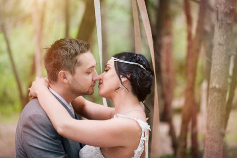 Romantic Midsummer Nights Dream Wedding in a Secret Garden | Hilary Cam Photography | See More! http://heyweddinglady.com/midsummer-nights-dream-wedding-in-a-secret-garden/