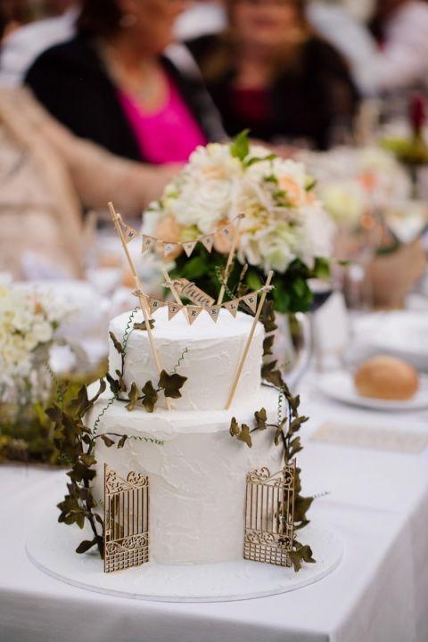 A Secret Garden Wedding Cake - designed by the bride! | Hilary Cam Photography | See More! http://heyweddinglady.com/midsummer-nights-dream-wedding-in-a-secret-garden/