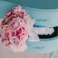A Vintage Aqua Desk is the Perfect Photo Op for a Romantic Blush Pink Bridal Bouquet | PhotoHouse Films | See More! https://heyweddinglady.com/sweetly-opulent-black-tie-texas-wedding/
