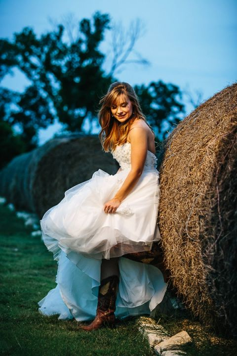 Cowgirl Boots For Wedding Dress 43 Elegant Cowboy Boots Hay Bales