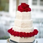 Classic White and Red Wedding Cake | Maru Photography | See More! https://heyweddinglady.com/glamorous-red-and-blush-wedding-from-maru-photography/