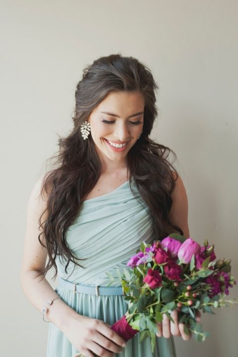 Gorgeous Bridesmaid Style with Loose Waves and Statement Earrings | Ellie Asher Photo | Dreamy Mountain Lodge Wedding in Fuchsia and Mint
