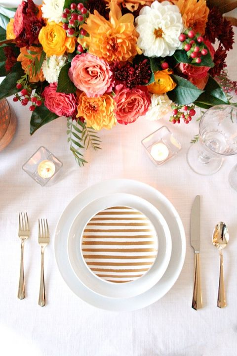 Chic Gold and White Place Setting with Fall Flowers | Styling Modern Metallics with a Classic Autumn Palette for Chic Table Decor | Hey Wedding Lady