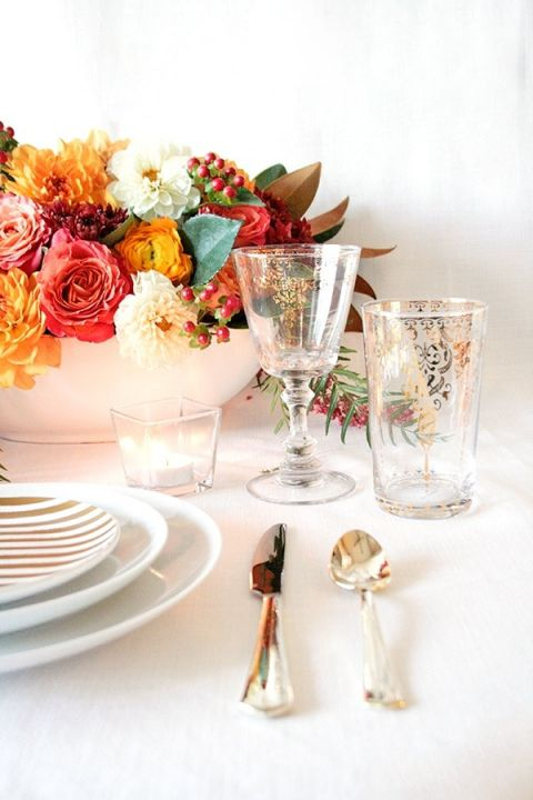Gold Accented Place Settings | Styling Modern Metallics with a Classic Autumn Palette for Chic Table Decor | Hey Wedding Lady