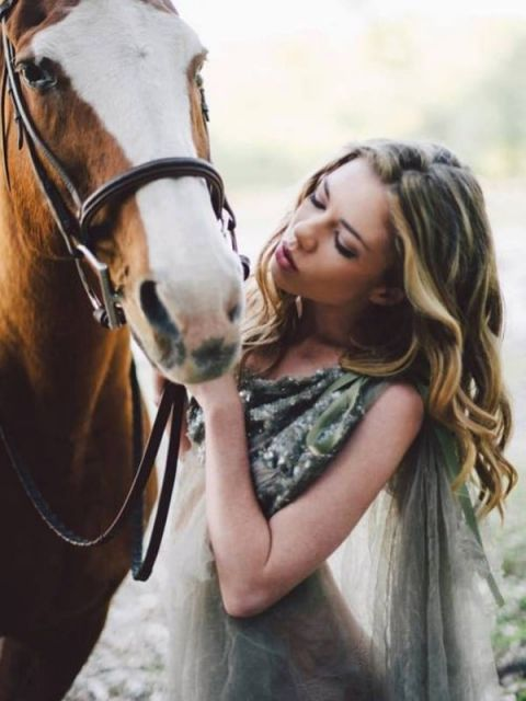 Glam Equestrian Bride | Fox Harvard Photography | Upstate Country Farmhouse Wedding in the Fall