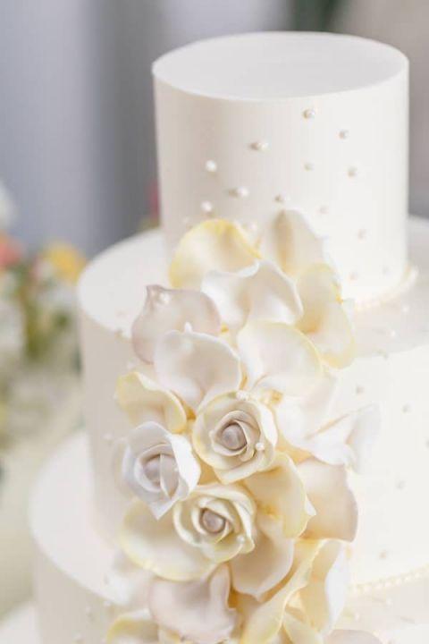 Batman Wedding Cake 63 Cute Delicately Crafted Fondant Roses