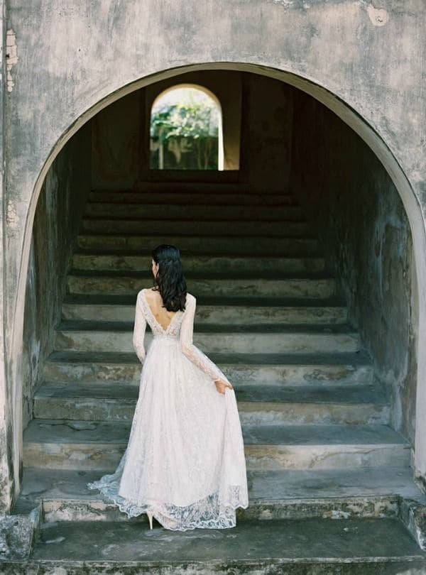 Raw Stone and an Elegant Lace Wedding Dress | Is-Amare Wedding Photography | Raw and Refined Elegant Winter Wedding in Slate and Stone