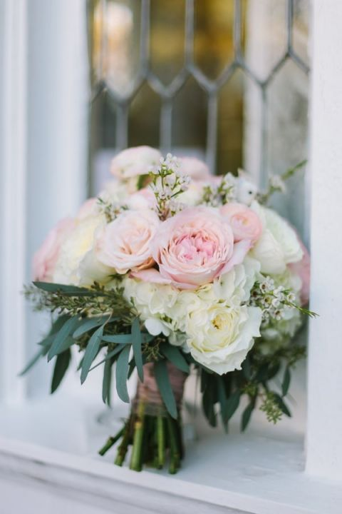 Blush and Ivory Bouquet with Garden Roses and Eucalyptus | Harper Noel Photography | Georgia in the Fall - Southern Garden Wedding