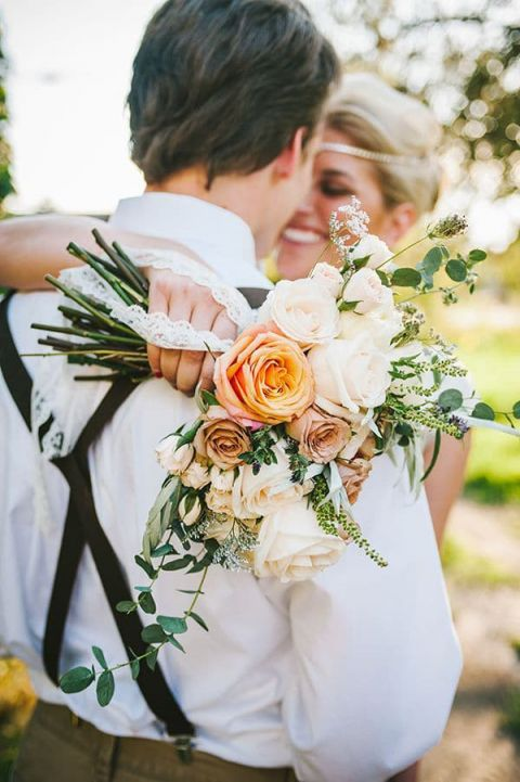 Peach and Ivory Foraged Bouquet | Nhiya Kaye Photography | The Most Gorgeous and Unique Floral Design of 2014!
