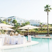 Dreamy All White Wedding Beside the Pool | Brancoprata | Stylish White and Silver Destination Wedding in Portugal