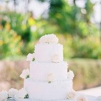 Simple White Wedding Cake Adorned with Fresh Flowers | Brancoprata | Stylish White and Silver Destination Wedding in Portugal