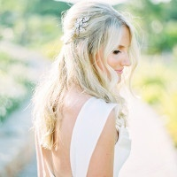 Loose Bridal Hairstyle with a Crystal Hairpiece | Brancoprata | Stylish White and Silver Destination Wedding in Portugal