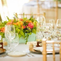 Bright Centerpieces in Rustic Window Boxes | Julie Nicole Photography | Colorful and Classic Vineyard Wedding in Northern California