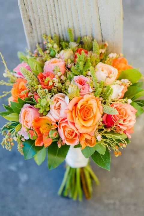 Summery Orange and Peach Bouquet | Julie Nicole Photography | Colorful and Classic Vineyard Wedding in Northern California