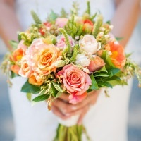 Orange and Peach Bouquet | Julie Nicole Photography | Colorful and Classic Vineyard Wedding in Northern California