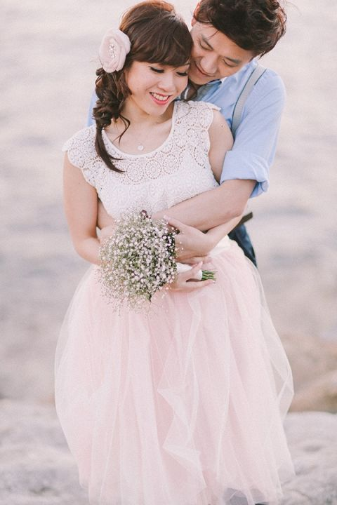Sweet Engagement Looks for the Bride and Groom | Jenny Sun Photography | A Romantic Seaside Engagement by Candlelight