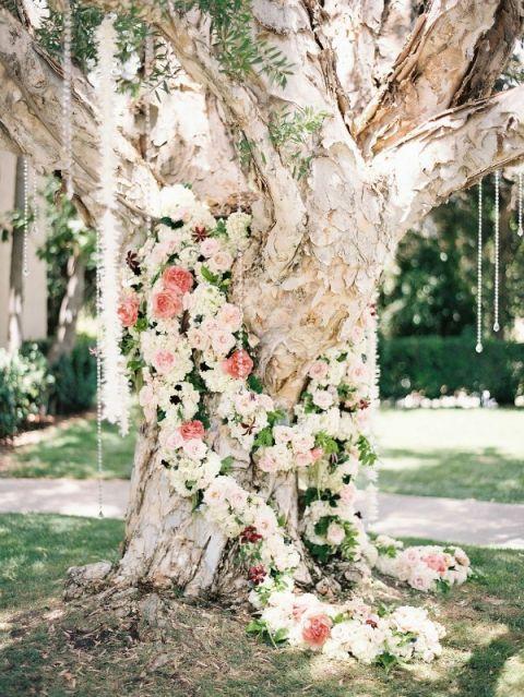 Pastel Floral Garlands for a Spring Ceremony | Ashley Kelemen Photography | Unique Floral Design Inspiration for Spring Weddings!