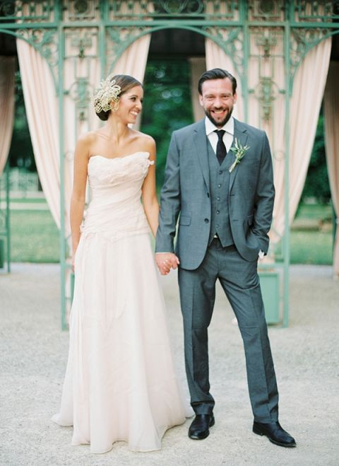 Elegant and Relaxed Spring Wedding Style | Peaches & Mint Photography | A Blooming Spring Wedding full of Lush Flowers in Peach and Fresh Green - http://heyweddinglady.com/blooming-spring-wedding-full-of-lush-flowers/