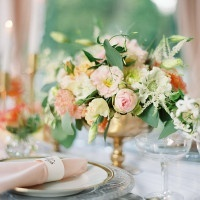 Romantic Garden Centerpiece in Copper | Peaches & Mint Photography | A Blooming Spring Wedding full of Lush Flowers in Peach and Fresh Green - https://heyweddinglady.com/blooming-spring-wedding-full-of-lush-flowers/