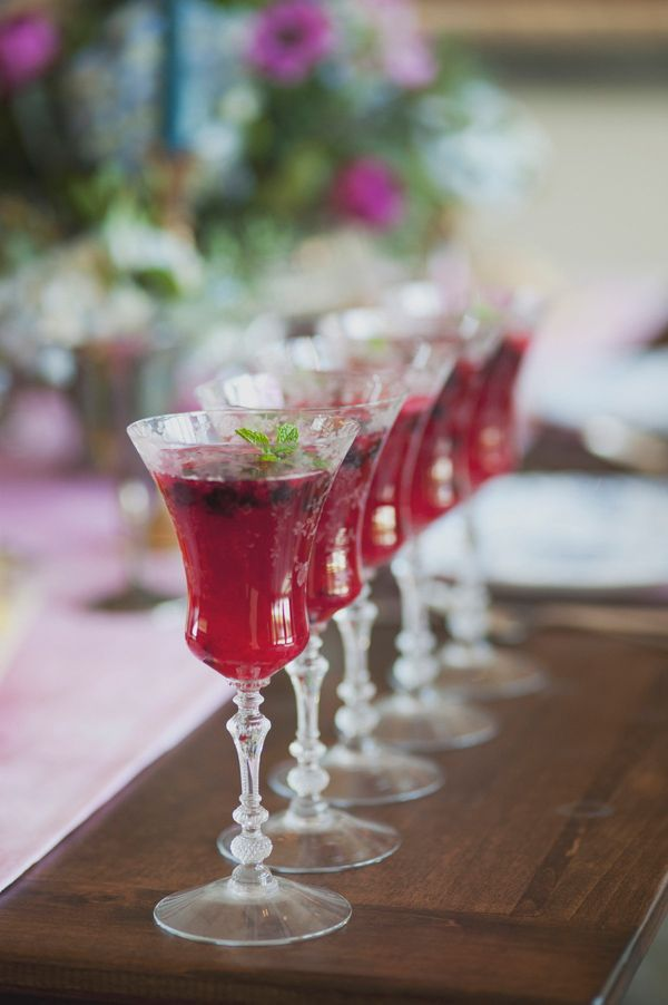 The couple went with a gin mojito and a St-Germain and champagne cocktail for their wedding drinks.