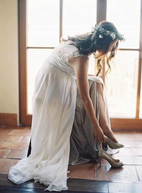 Rustic and Natural Woodland Bride with Romantic Bohemian Style | Rylee Hitchner Photography | See More! https://heyweddinglady.com/ethereal-woodland-wedding-inspiration-in-ivory-and-blush/